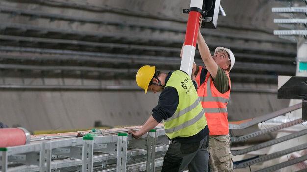 """Utrudnienia na II linii metra. Pod ziemią """"intensywne prace"""""""