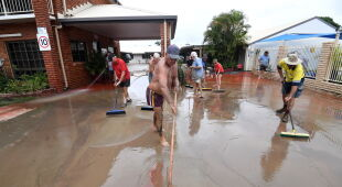 Obraz Townsville po powodzi (PAP/EPA/DAN PELED)